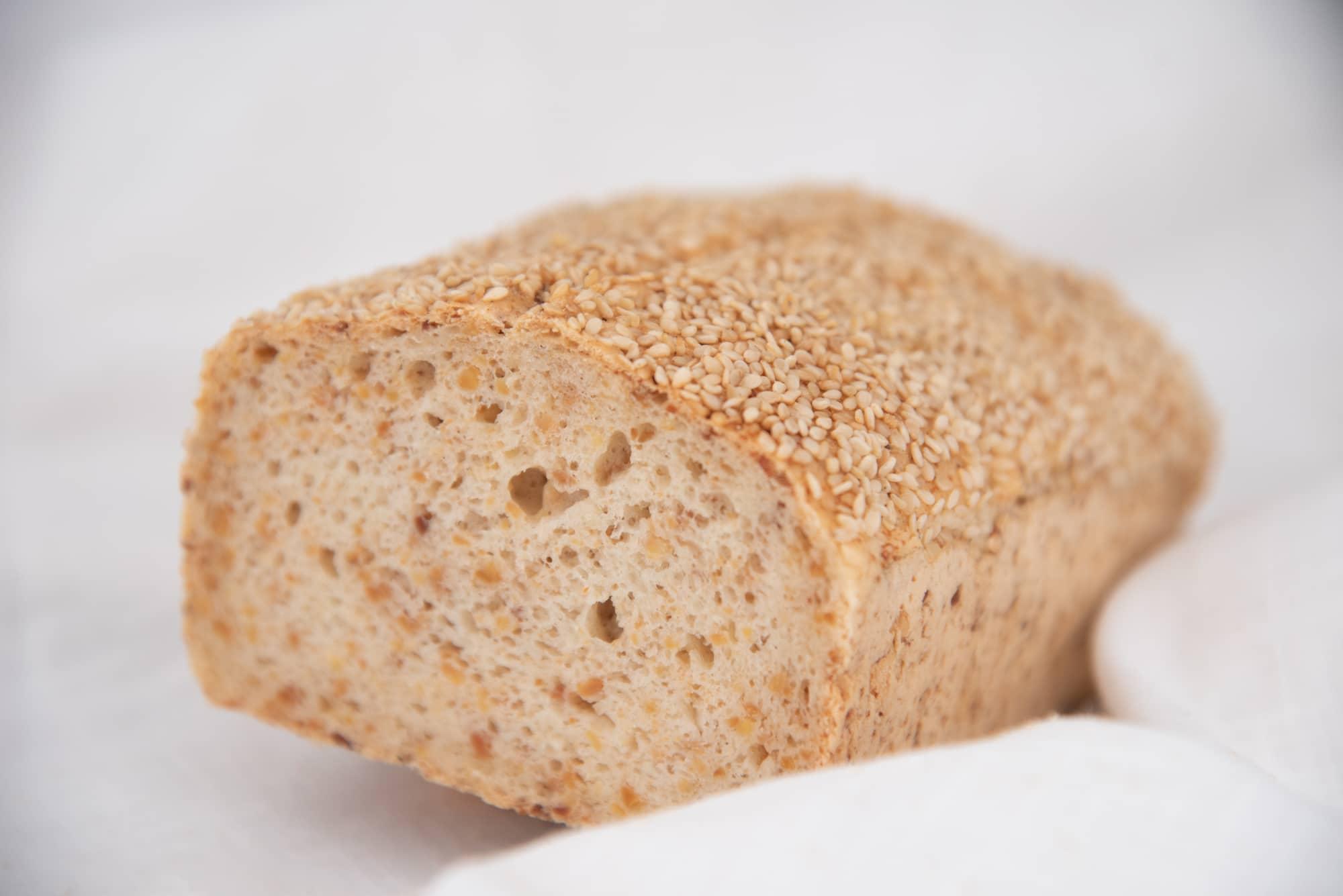 glutenfreies Soja-Sesam Brot